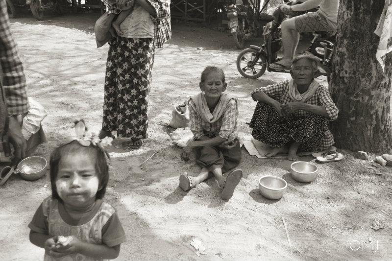 Bagan-begging-people-burma-myanmar-photo